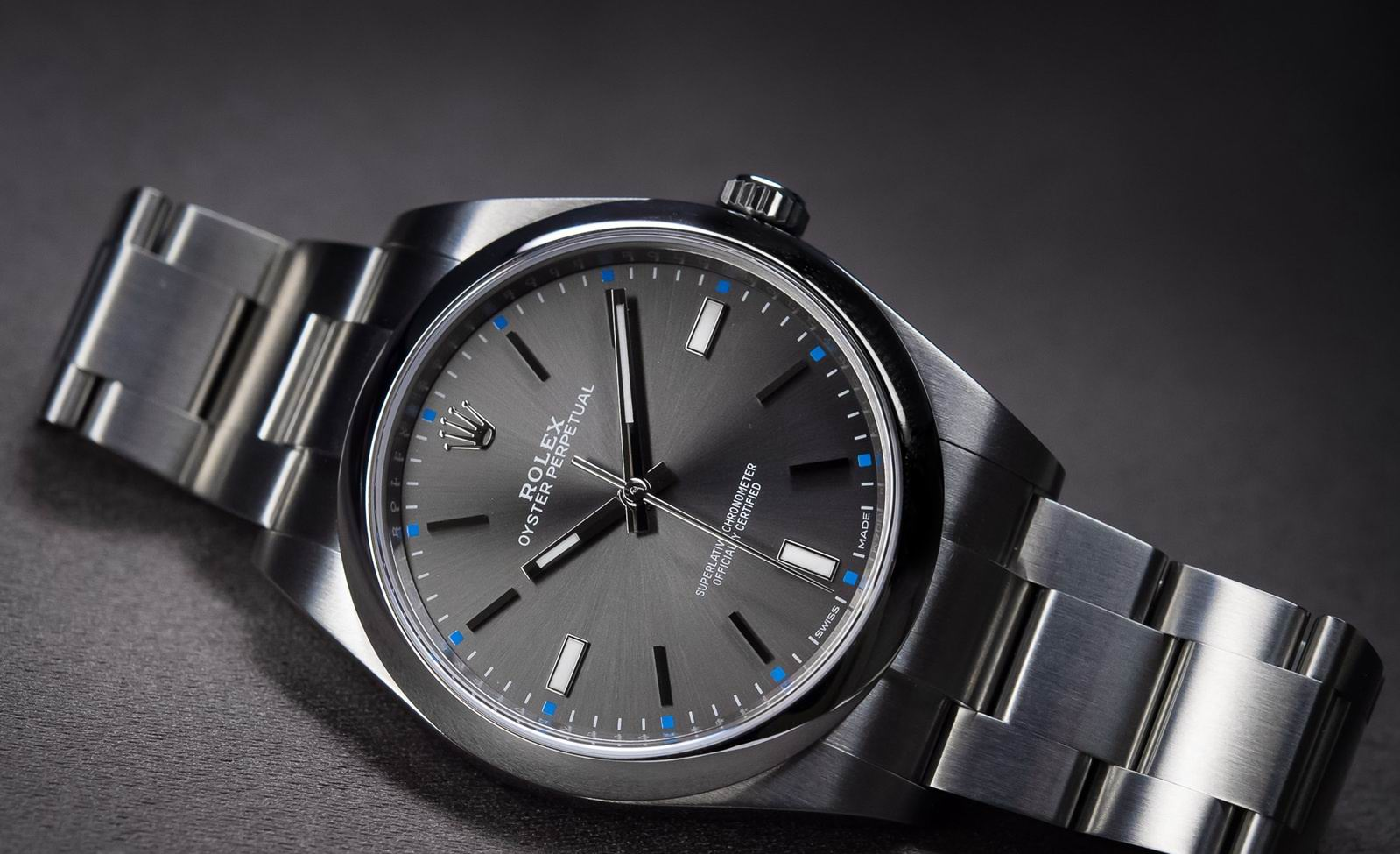 60ec0d98239 The new copy Oyster Perpetual Rolex watch dial is the most caught the eye  of three different color sun pattern dial. Rhodium deep gray dial is the  most ...